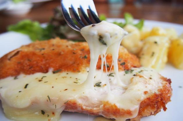 Şniţele de pui cu brânză la cuptor