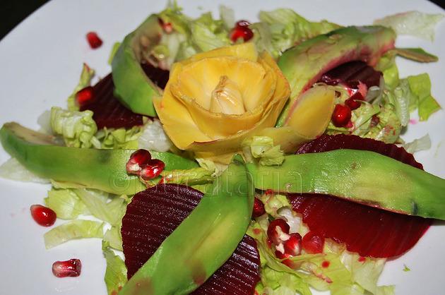 Salată de avocado cu anghinare
