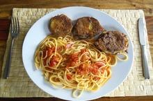 Rondele de vinete prăjite şi spaghete