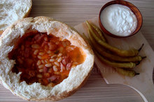 Ciorbă de fasole în pâine
