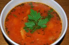 O supă foarte simplă de fasole cu afumătură