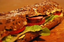 Sandwich cu crem de brnz i muchi afumat