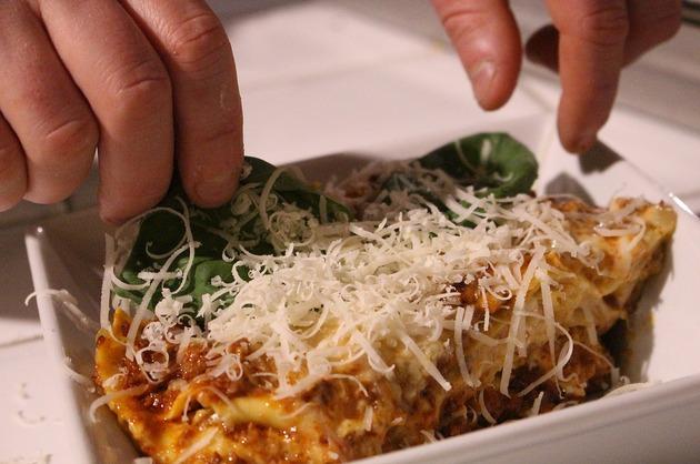 Paste cu mozzarella şi carne tocată