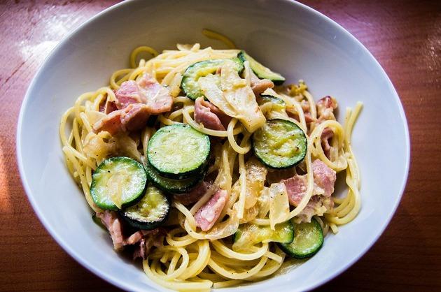 Spaghete cu dovlecel şi kaizer