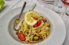Spaghete cu ton şi măsline