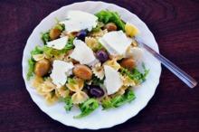 Farfalle cu măsline şi brânză Feta