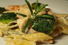 Penne cu pui, gorgonzola şi broccoli