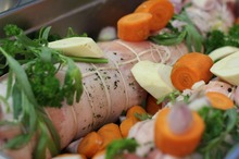 Ruladă din carne de porc şi legume