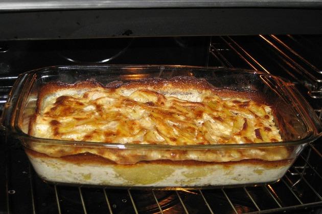 Cartofi gratinaţi la cuptor