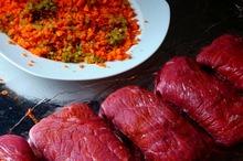Rulouri de carne de vită cu bacon şi legume