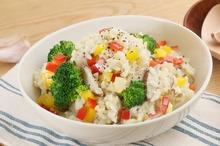 Orez cu broccoli şi ardei gras