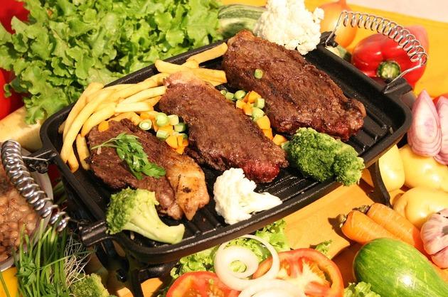 Muşchiuleţ de vită la grătar, cu broccoli şi conopidă