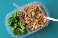 Piept de pui cu orez şi broccoli