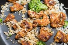 Orez brun cu broccoli şi pui