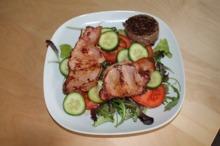 Muşchiuleţ de porc cu salată de crudităţi
