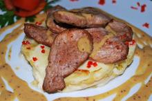 Filet mignon cu sos de muștar și cartofi surpriză