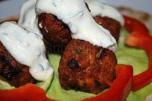 Chiftele Matzálan cu sos de iaurt