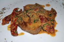 Vițel cu sos de roșii uscate