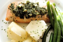 Somon cu spanac şi cartofi natur