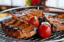 Antricot la grătar, cu roşii umplute