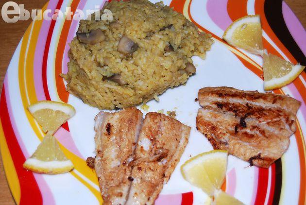 Pește și orez Basmati cu ciuperci