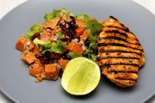 Piept de pui la grătar cu salată de quinoa