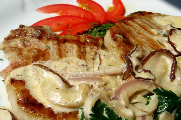 Cotlet cu sos de ciuperci