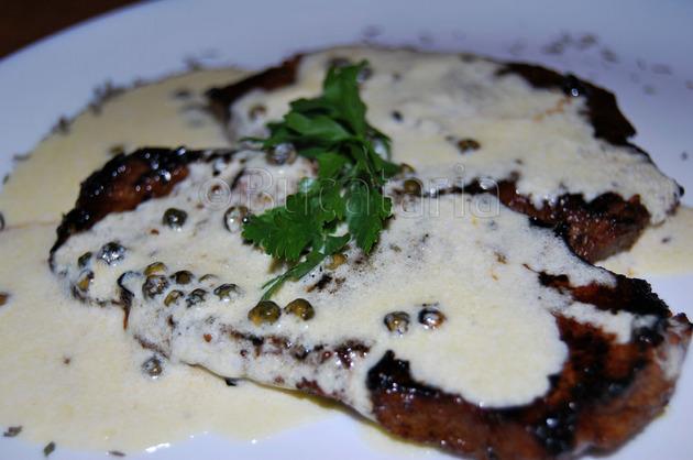 Vițel cu sos de piper verde