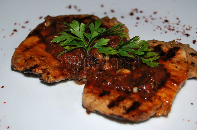 Cotlet cu sos picant de roșii