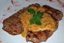 Vițel cu sos de ceapă și muștar