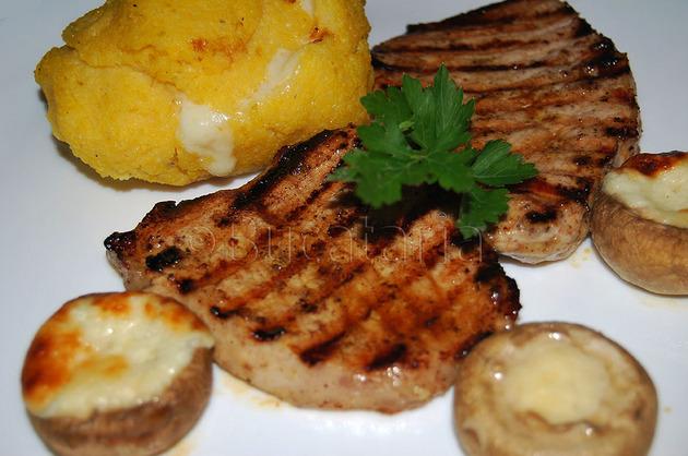 Cotlete cu bulz și ciuperci umplute