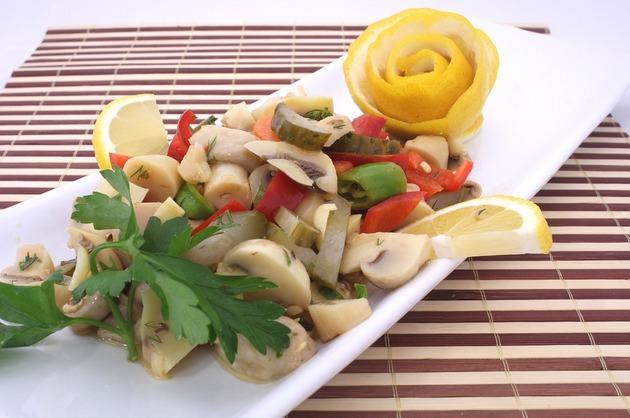 Salată de ciuperci