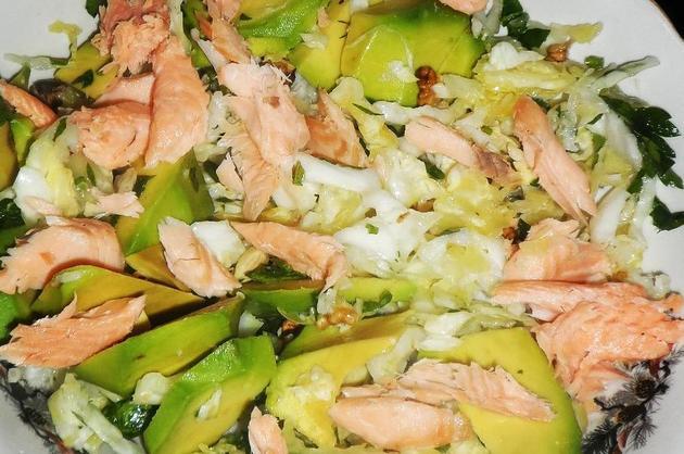 Salată cu somon şi avocado