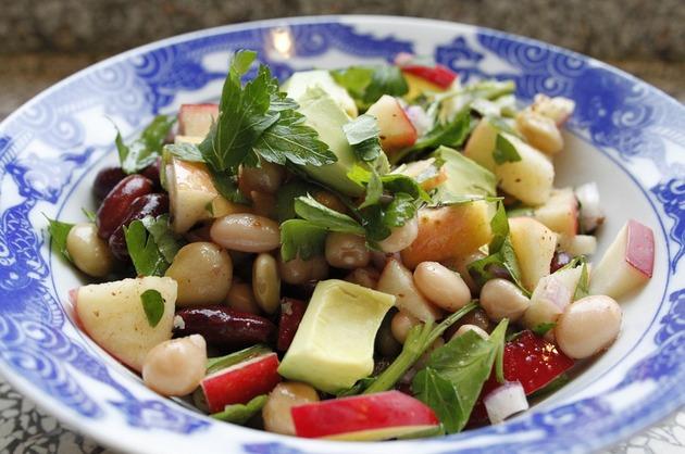 Salată de fasole şi alte legume