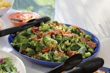 Salată cu broccoli şi kaizer