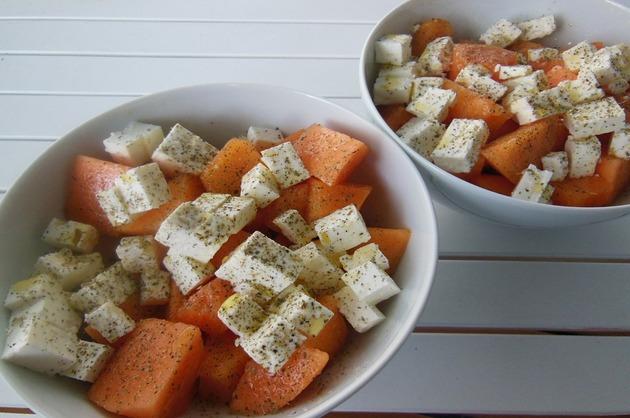 Salată cu pepene galben şi brânză feta