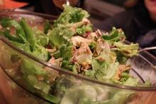 Salată cu ton şi nuci