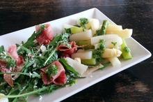 Salată cu prosciutto şi sparanghel
