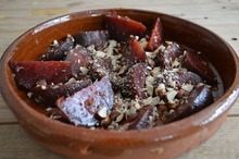 Salată cu sfeclă roşie şi migdale
