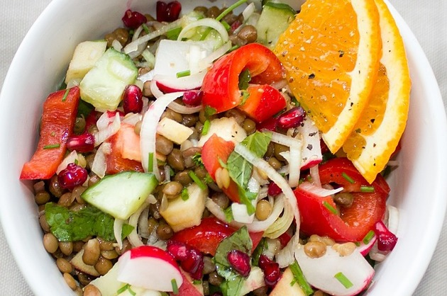 Salată cu linte şi legume