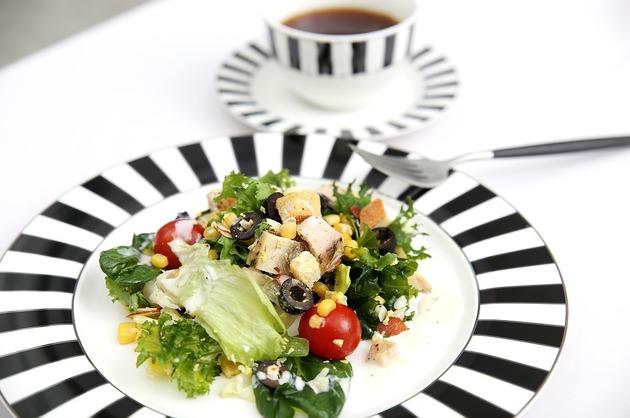 Salată de pui cu crudităţi
