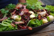Salată cu cartofi şi bacon