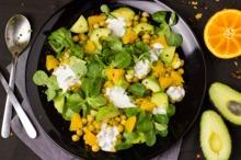 Salată de năut, avocado şi portocale