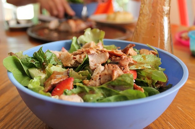 Salată cu muşchi de porc şi rucola