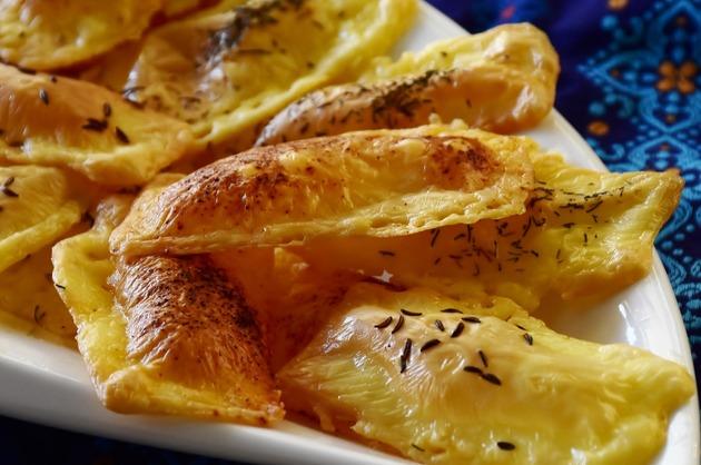 Chipsuri cu brânză şi chimen