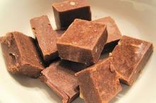 Fudge de ciocolată şi alune de pădure