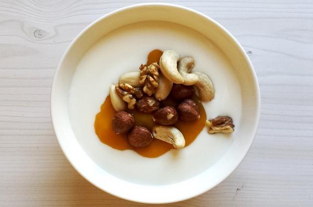 Cremă de vanilie cu nuci şi caramel