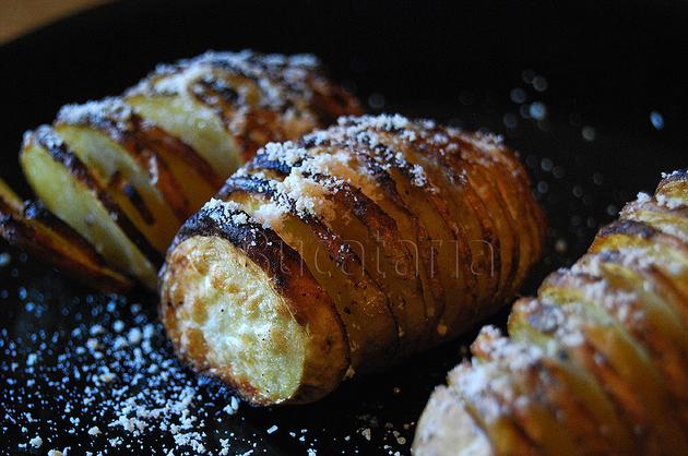 Cartofi copți cu usturoi