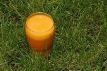 Suc de morcovi, măr şi cartof dulce