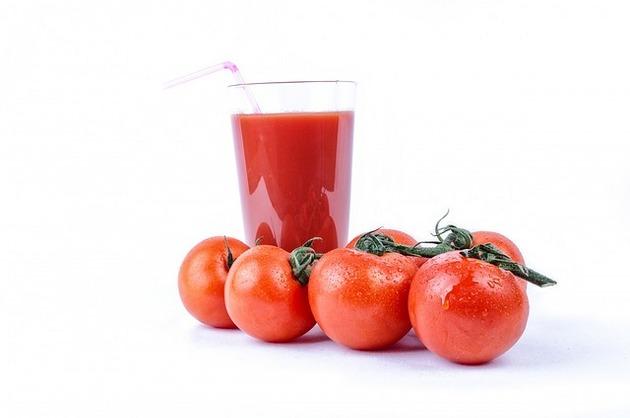 Suc de roşii, spanac şi varză kale